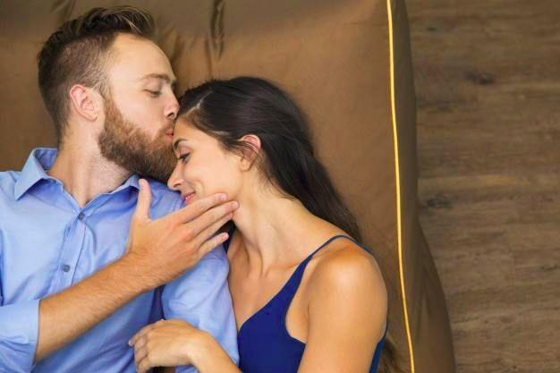 Мужчины, которые целуют по утрам своих жён, живут на 5 лет дольше тех, кто этого не делает.