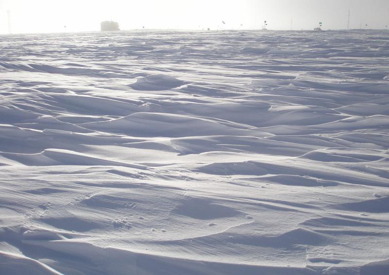Самое холодное место в мире - вершина Полярного Плато в Антарктиде.